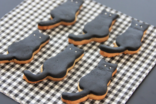 black cat cookies.jpg